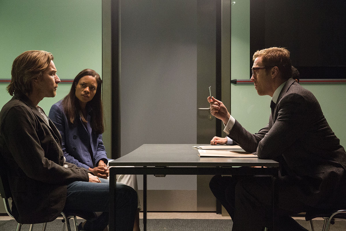 En scene fra i Our Kind Of Traitor med (fra venstre): Ewan McGregor, Naomie Harris og Damian Lewis. Foto: StudioCanal / Lionsgate