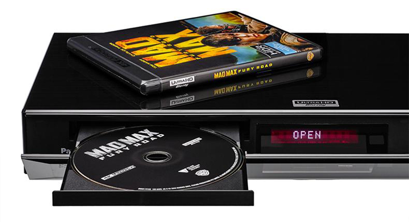 Panasonics 4K Ultra HD-spiller DMP-UB900 selges med Warner-filmene Mad Max: Fury Road og San Andreas inkludert. Foto: Panasonic.