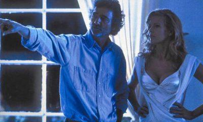 Curtis Lee Hanson instruerer Kim Basinger under innspillingen av L.A. Confidential. Foto: Warner