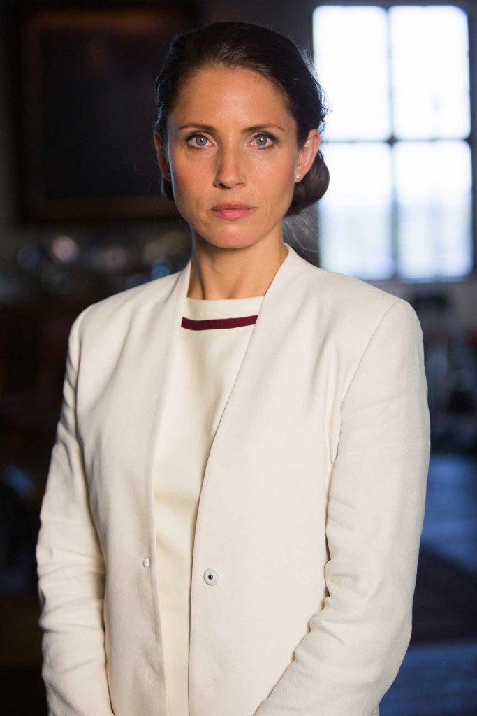 Johanne (Tuva Novotny) har rollen som sekretariatsleder i Utenriksdepartementet. Foto: Eirik Evjen/Monster Scripted
