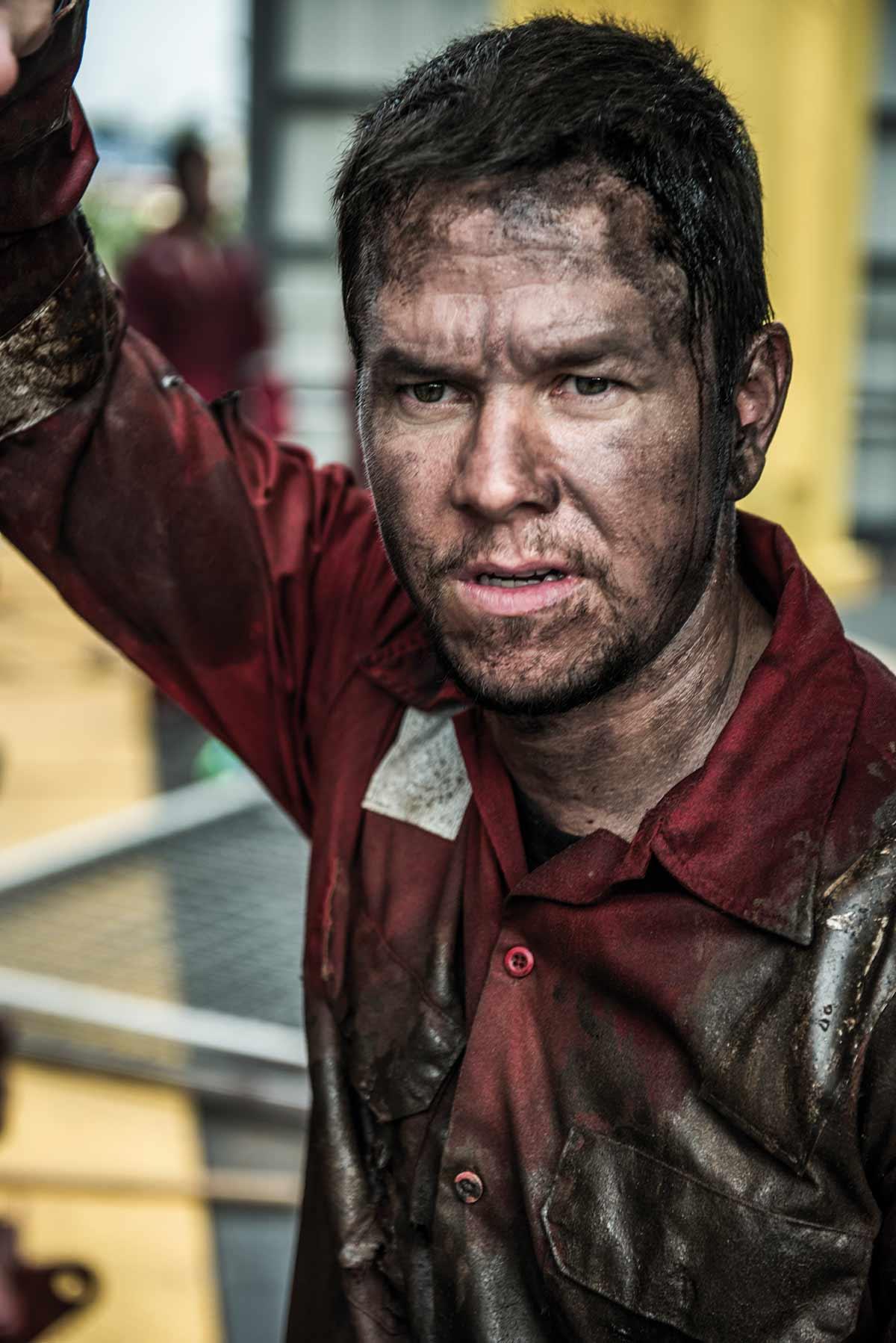 «En veldig ydmyk mann, som bare gjorde jobben sin og alt han kunne for å hjelpe andre og for å overleve,» sier Mark Wahlberg om mannen han spiller i Deepwater Horizon>/i>, Mike Williams.