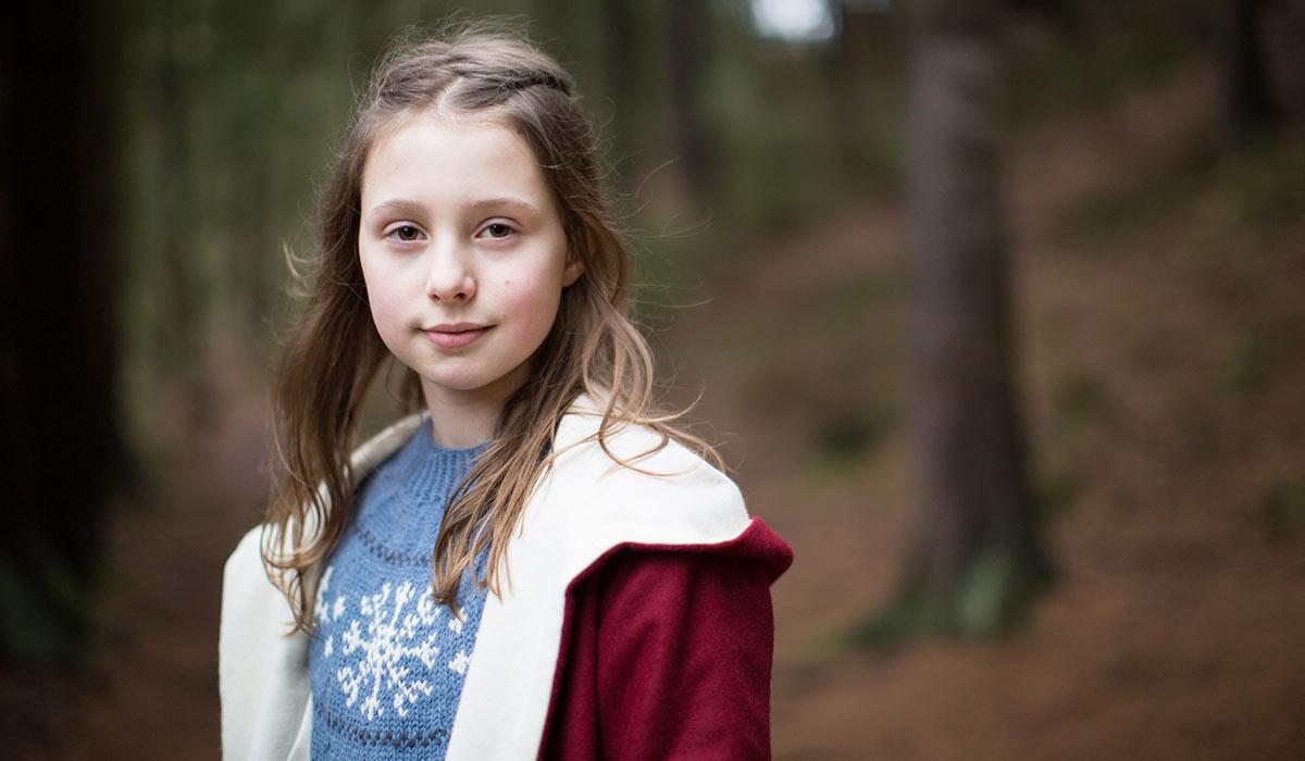 VIET STØRRE PLASS: Kevins lillesøster, Mira (Stella Stenman), har en viktigere rolle i denne filmen.