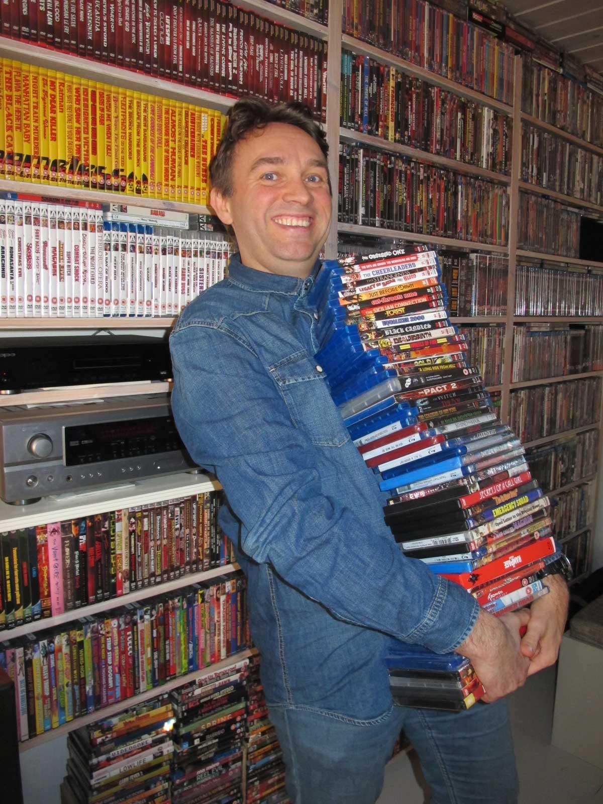 Alltid plass til en film til i hyllene til videosamler Martin Hauge fra Fredrikstad! Foto: Privat