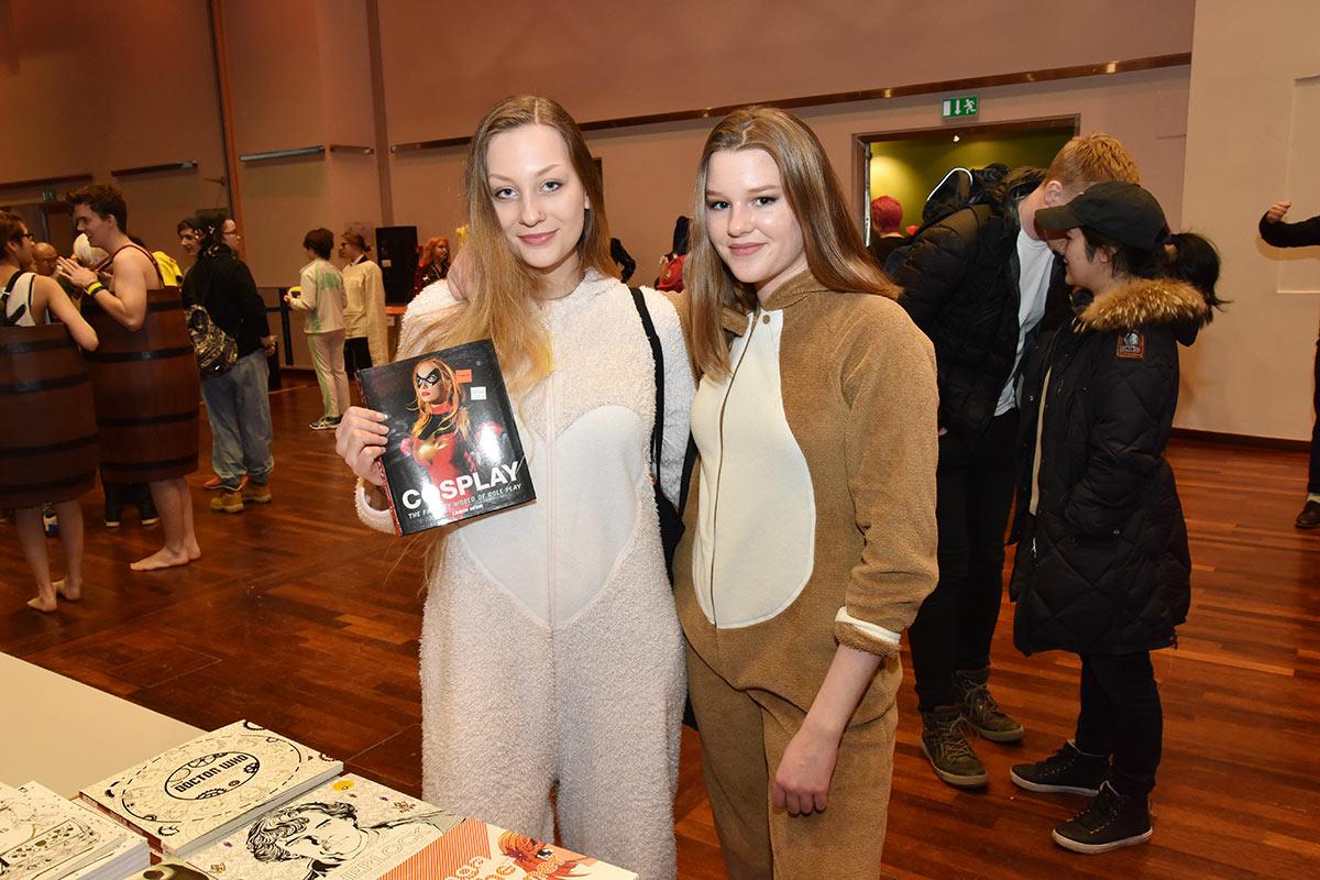 WHAT DOES THE FOX SAY? Desucon 2017 ga mersmak for Sophie Grühn og Liv-Karin Myhre. Foto: John Berge, JB Forlag ©