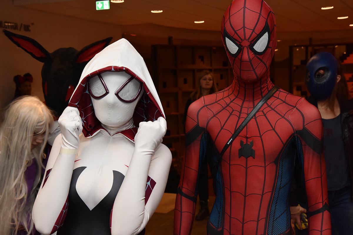 Serina Heimland og Tony Malmgren utkledd som hhv. Spider-Gwenn og Spider-Man. Foto: John Berge, JB Forlag ©