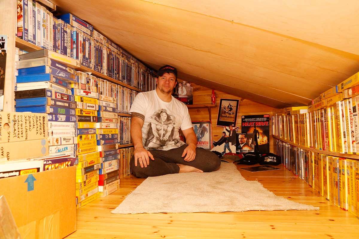 Tor Egil Eitland oppe på filmloftet. Foto: Privat