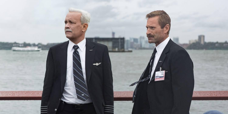 Tom Hanks og Aaron Eckhart har god kjemi som første og andre pilot i Sully. FOTO: Warner Brothers.